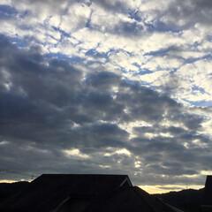 今日の空/夕焼け景色/夕暮れ/夕暮れ時 日没 19:13 夕暮れ時 雲が広がり …