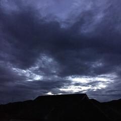 黒雲/台風の雲 日没 18:19 今日も一日お疲れ様でし…