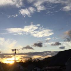 いま空/定点観測/今日の夕焼け/夕暮れ風景/夕焼け大好き 日没 16:49 今日も一日お疲れ様でし…(1枚目)