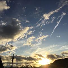いま空/今日の夕焼け/夕焼け大好き/夕暮れ風景/夕焼け雲 日没 17:51 今日も一日お疲れ様でし…