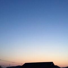 コロナに負けない/夕焼け大好き/夕焼け景色 日没 18:43 今日も一日お疲れ様💕 …
