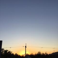 いま空/今日の夕焼け/定位置観測/夕焼け大好き/夕暮れ風景 日没 16:48 今日も一日お疲れ様でし…