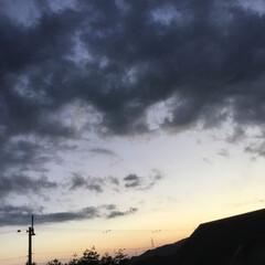 いま空/夕暮れ風景/夕焼け雲/夕焼け空 日没 18:32 今日も一日お疲れ様でし…