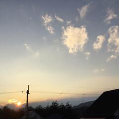 いま空/今日の夕焼け/夕焼け大好き/定位置観察/夕暮れ風景 日没 17:08 今日も一日お疲れ様でし…