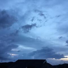 いま空/夕暮れ風景/夕焼け大好き/夕焼け雲 日没 18:22 今日も一日お疲れ様でし…