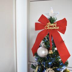 クリスマスインテリア/クリスマス雑貨/クリスマスツリー/ダイソー/雑貨/北欧/... ダイソーで買った 大きな赤リボンが可愛い…(1枚目)