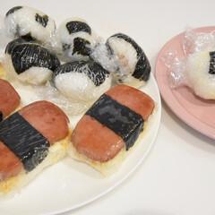 LE CREUSET ルクルーゼ ネオ・ラウンド・プレート 17cm 日本正規代理店品 | Le Creuset(皿)を使ったクチコミ「おにぎりいっぱい作った。  ■スパムおに…」