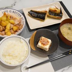 夕食/おでかけ/暮らし/節約 夕食記録🍴  ✔︎焼き魚 ✔︎豚バラとじ…