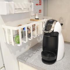 冷蔵庫横マグネットワイド収納バスケット トスカ tosca ホワイト(ランドリーバスケット)を使ったクチコミ「カップボードのカウンター上。  お気に入…」