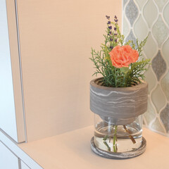 花のある生活/花のある暮らし/花瓶/インテリア/ライフスタイル/暮らしを楽しむ/... 新しい花瓶をお迎え❤︎  玄関に花がある…(1枚目)