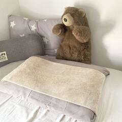 壁面収納/ベッドサイド/メガネ置き/メガネ収納/収納/100均/... 僕の部屋のベッドです。  ①🛏 ベージュ…