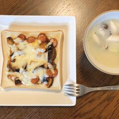 今日の朝ごパン/簡単レシピ/ピザトースト/トーストアレンジ/LIMIAごはんクラブ/暮らし 朝食はピザトーストを作りました🍕 食べや…