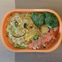 LIMIAごはんクラブ/カニカマの天ぷら/チャーハン弁当/アルモンデ弁当/お弁当 今日のおべんと。  ・エビチャーハン🙂 …(1枚目)