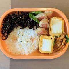 カニカマの天ぷら/はんぺん入り卵焼き/顔弁/LIMIAごはんクラブ/お弁当 今日のおべんと。  ・からし明太子昆布☺…