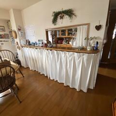 本棚/カウンター下収納/カウンター/曲がるカーテンレール/DIY/収納/... リビングとキッチンの間のカウンターに曲が…