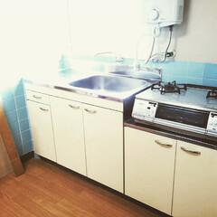 現状回復/DIY/団地/ビフォー画像/黒歴史 入居当時のキッチン。 水色のタイルが昭和…