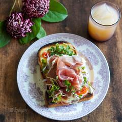 おうちモーニング/おうちカフェ/おうちごはん/ワンプレート朝ごはん/朝食/朝ごぱん/... イギリス食パンに ラクレットチーズ…(1枚目)