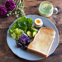 delimia/LIMIAごはんクラブ/朝ごはん/朝ごぱん/朝食/ワンプレート朝ごはん/... 熱々のゆで卵が食べたくて。 沸騰した湯に…(1枚目)