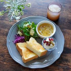 ハーブのある暮らし/朝食/カフェ風/おうちモーニング/朝ごはん/朝ごぱん/... ✲ 玉ねぎとジャガイモのスープ ✲ ミッ…(1枚目)