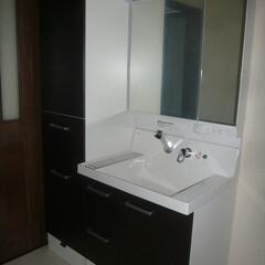 サイド収納付洗面化粧台/サイド収納付ピアラ/広い洗面所 広い洗面所なので サイドに収納のついた洗…