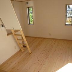 無垢桧フローリング/2階フリースペース/家族憩いの場/家族くつろぎの場 無垢桧フローリングの2階フリースペース。…