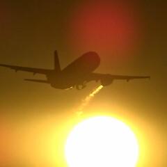 エンジンブラスト/HKexpress/広島空港/夕日/飛行機/航空写真/... 夕日に輝く飛行機とエンジンブラスト  H…