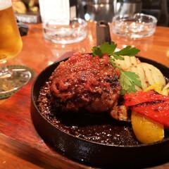 ランチ/ハンバーグ いつぞやのハンバーグ🍖🥗 肉+ビール=最…(1枚目)