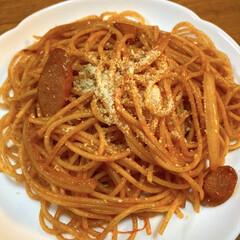 おうちご飯/ナポリタン/パスタ/お気に入りの食器/こだわりのテーブル ある日の夕飯。 昔懐かしナポリタン🍝 ケ…(1枚目)