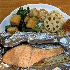 小松菜/厚揚げ豆腐/蓮根/かぼちゃの煮物 ある日の晩御飯🍽 鮭のホイル焼き 厚揚げ…