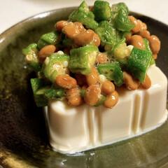 おくら/豆腐/納豆 暑さに負けるな! 冷奴にオクラ葱納豆のせ。