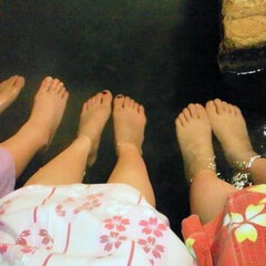 春のフォト投稿キャンペーン/ありがとう平成/旅行/女子旅 女子3人の足湯姿ww 浴衣もピンクで可愛…