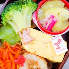 お弁当作り/お弁当/お昼ごはん/ランチ/cooking/料理/... #献立 . 𓍯梅おにぎり 𓍯鶏つくね(の…(2枚目)