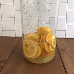 weck WECK ウェック キャニスター ガラス モールド シェイプ 750 ml WE-743 保存 容器 保存容器 耐熱ガラス 密閉 保存瓶 おしゃれ キッチン収納 かわいい   ウェック(食品保存容器)を使ったクチコミ「スーパーでレモンが安かったので、4つほど…」(1枚目)