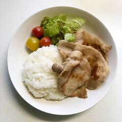 料理/晩ご飯/ワンプレート/生姜焼き/簡単 今日の晩ご飯 は、 ✴︎生姜焼きワンフ…