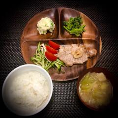 春キャベツ/豚ステーキ/料理/ポテトサラダ/晩ご飯 今日の晩ご飯 は、 豚ステーキ✴︎ ◆豚…