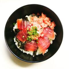 簡単レシピ/マグロ丼/晩ご飯/おうちごはん/簡単 いつかの夕食。 一昨日だったかな… 切っ…