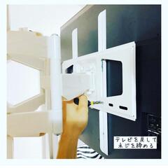 スタープラチナ TVセッターフリースタイル M/Lサイズ 角度調節機能付 スチール・プラスチック製 ホワイト TVSADVA126LW | スタープラチナ(壁掛け金具)を使ったクチコミ「アイデアにもちょこちょこ出てくる壁掛けテ…」(8枚目)