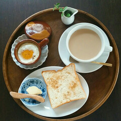 朝ごはん/カフェオレ 家族が出て行ってからの 私の遅めの朝ごはん