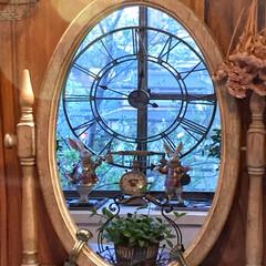 観葉植物/出窓ディスプレイ/大きな時計/鏡の国のアリス/LIMIAインテリア部/雑貨/... 鏡の中の不思議な世界へ...♪*゚