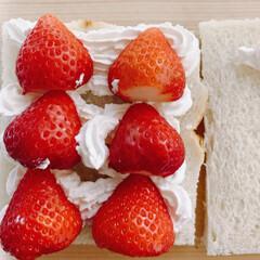 LIMIAファンクラブ/フォロー大歓迎/イチゴ/おうちカフェ/おうち時間/フルーツサンド 今日は、フルーツサンドに挑戦。 苺🍓🍓🍓…