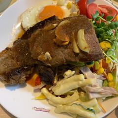 感謝/LIMIAファンクラブ/お家ごはん/お肉/ステーキ/リコピントマト/... 今日のご飯😋  久しぶりのお肉〜♪ルンル…