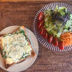 水菜/トースト/朝ごはん/至福のひととき/LIMIAごはんクラブ/おうちごはんクラブ/... 朝ごはん(๑˃̵ᴗ˂̵)✨  今日も水菜…