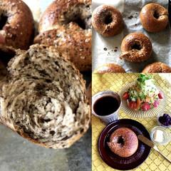 手ごね/手作りパン/ベーグル/リメイク/出がらし/黒豆茶/... 黒豆茶ベーグル🥯 . 黒豆茶の出がらしを…(1枚目)