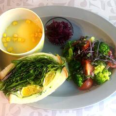 水菜/わんぱくサンド/サンドイッチ/至福のひととき/LIMIAごはんクラブ/おうちごはんクラブ/... 朝ごパン(๑˃̵ᴗ˂̵)✨  水菜とレタ…