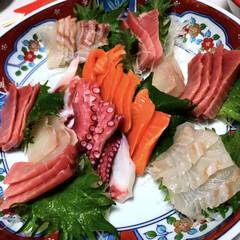 鯛/タコ/中トロ/お刺身/新年会/お正月2020/... 今夜は私の実家で新年会!!父の手料理を楽…