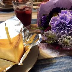 誕生日会/誕生日/花束/サングリア/チーズケーキ/フォロー大歓迎 私はチーズケーキにしました。久しぶりにチ…