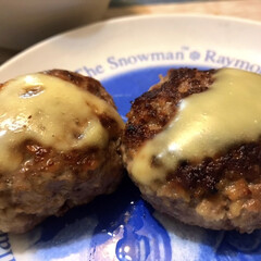 チーズ/ハンバーグ/晩ご飯/夕飯のおかず/夕飯 今夜のおかずはみんな大好きハンバーグでし…