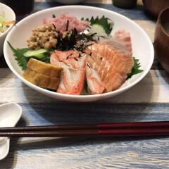 夕飯/お刺身/海鮮丼/OK/おうちごはん/簡単 数日前の夕飯ですが、OKでお刺身を買い海…
