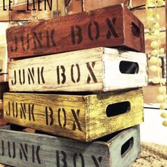 木箱リメイク/木箱/フォロー大歓迎/ハンドメイド/100均/ダイソー 以前DAISOの木箱をこのようにリメイク…(1枚目)