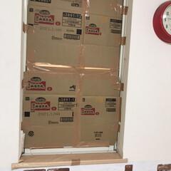 段ボール/停電対策/台風/養生テープ/ダンボール/フォロー大歓迎 こちらも寝室の小窓。数年前にブラインドが…